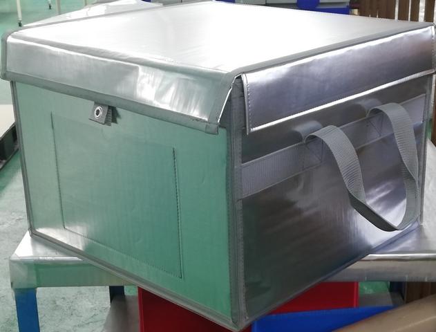 医薬品(試薬)輸送用の真空断熱材入り保冷箱